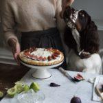 Przepis na tartę, wełniane koce i marcepanowe zapachy, czyli październikowe umilacze